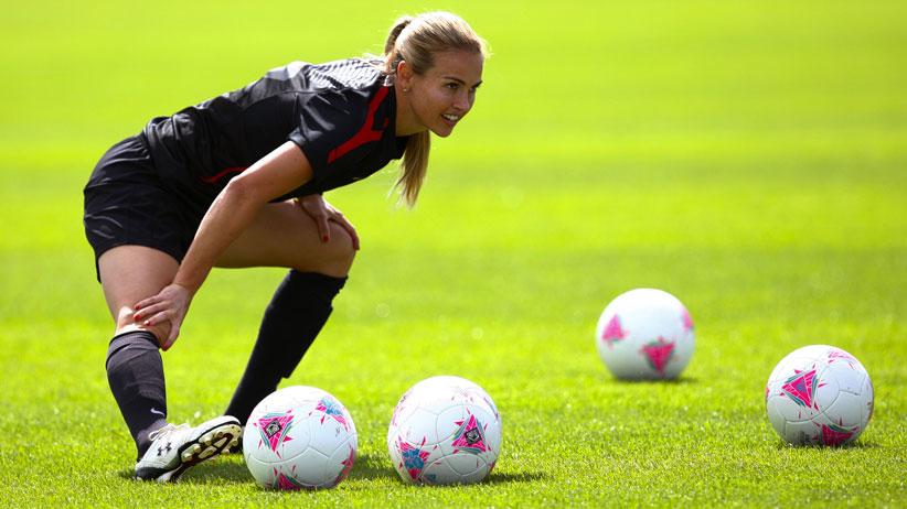 Sono una donna e gioco a calcio calcio femminile italiano for Sono due in una partita di calcio